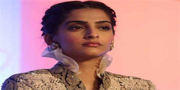 sonam kapoor lashes out at an airline for misplacing her luggage