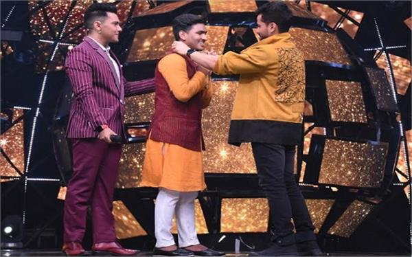kunal khemu gives a special gift to sunny hindustani on indian idol season 11