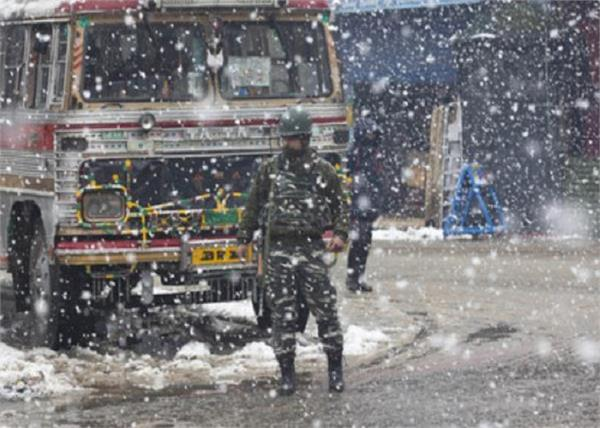 5 000 vehicles stranded on jammu and kashmir nh
