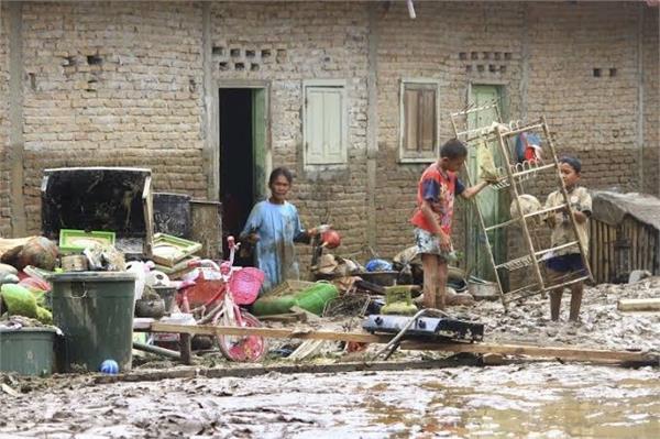 indonesia flood killed 7