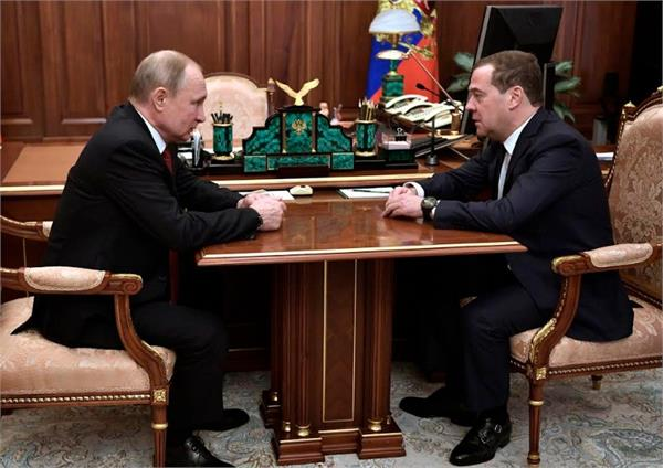russia s pm dmitry medvedev has given his resignation