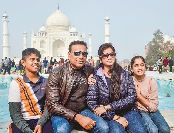 vvs laxman joins taj mahal with family