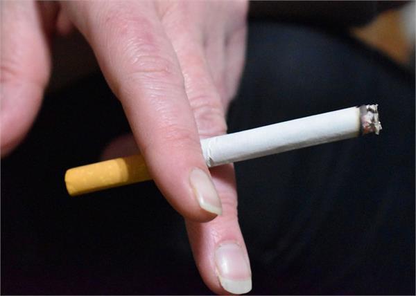 women who smoke cigarettes in saudi arabia