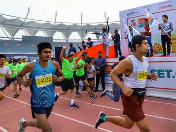 sachin showed green flag to marathon race