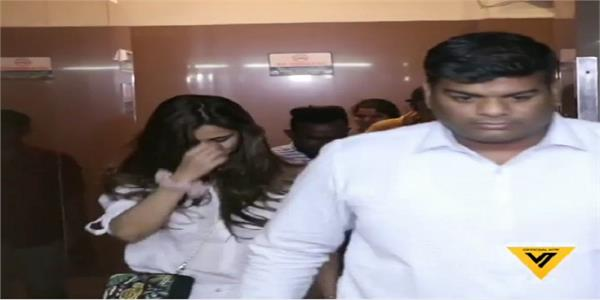 disha patani bodyguard pushes cameraman did physical fight with him watch video