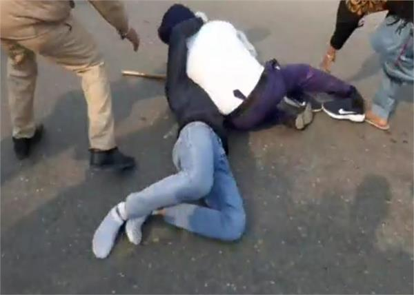 bathinda  traffic police  youth  beaten