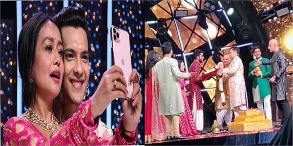 video of neha kakkar aditya narayan taking pheras on indian idol 11