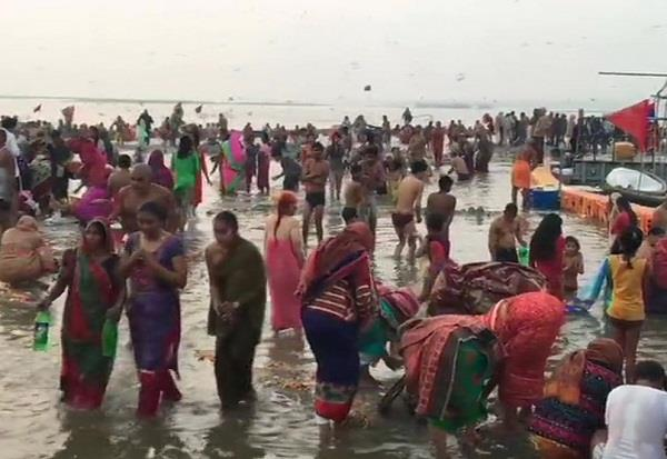 devotees take holy dip sangam on maghi purnima prayagraj