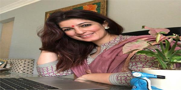 twinkle khanna slips in the bathroom  turns philosopher
