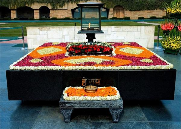 donald trump mahatma gandhi rajghat foreign tourists