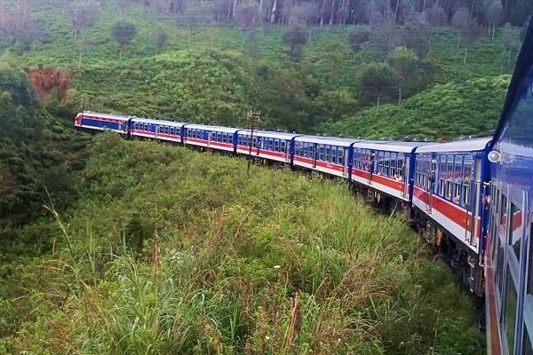 sri lanka get 1st electric rail track