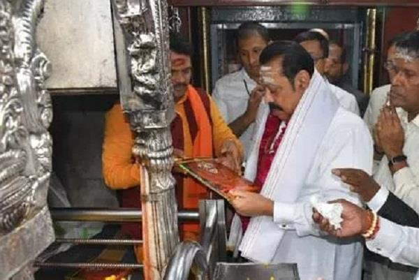 rajapaksa reached varanasi worshiped at kashi vishwanath temple
