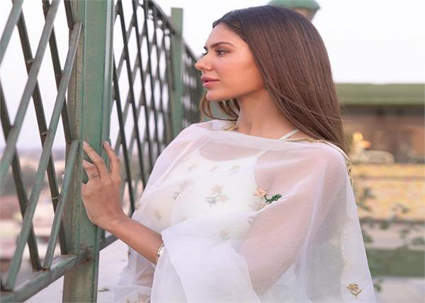 sonam bajwa shares emotional post for her   bibi