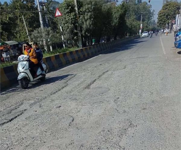 ladowali road railway gate  accident