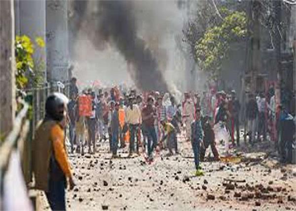 delhi violence 9 dead fire