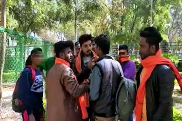 lovely couple get married by bajrang dal workers in ranchi