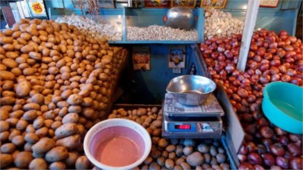 portal warns of rising prices of potatoes  onions and tomatoes