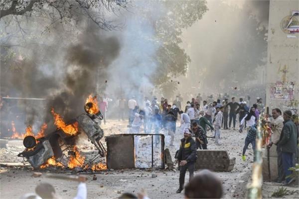 4 killed 37 policemen injured in delhi violence