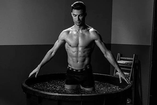 ronaldo takes ice baths for fitness