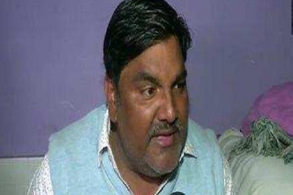 aap councilor tahir hussain falls party shows exit