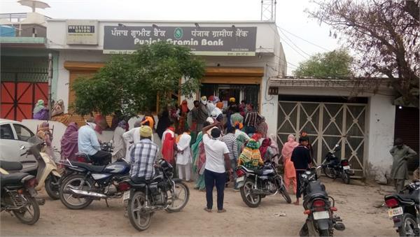 lockdown  bank  open