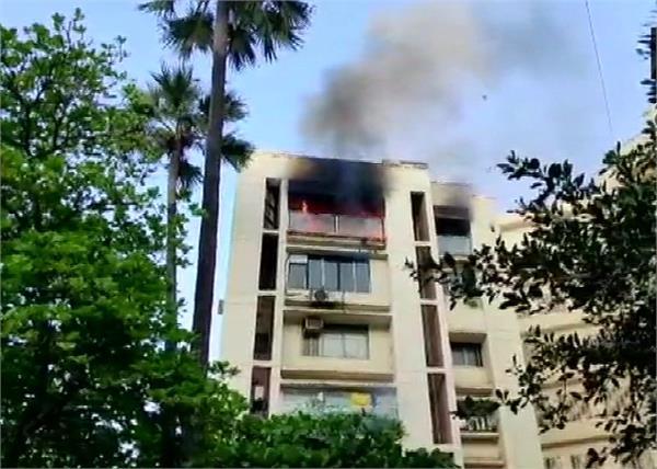 mumbai shah rukh khan flat fire girl death