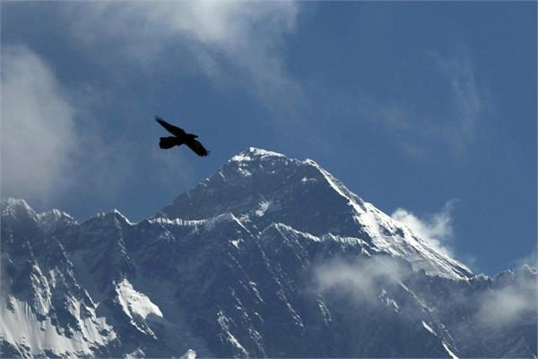 nepal shuts mount everest ahead of climbing season