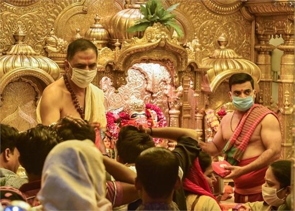 coronavirus siddhivinayak temple pilgrims entry closed
