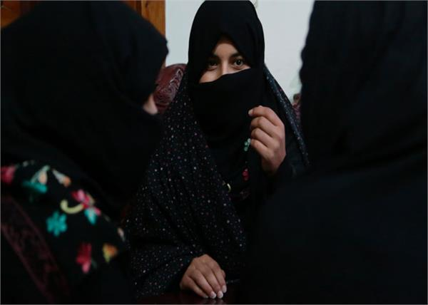afghan women continue to fear the return of the taliban