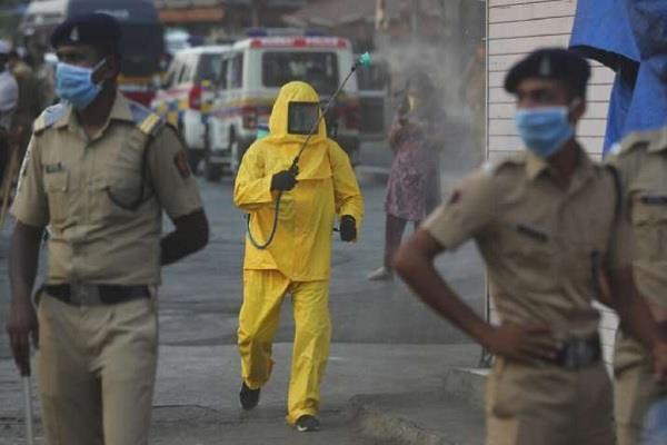 delhi sub inspector and his family found corona positive in colony sealed