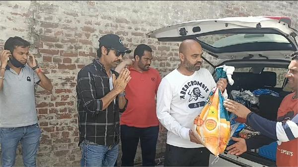binnu dhillon provide food for poor peoples
