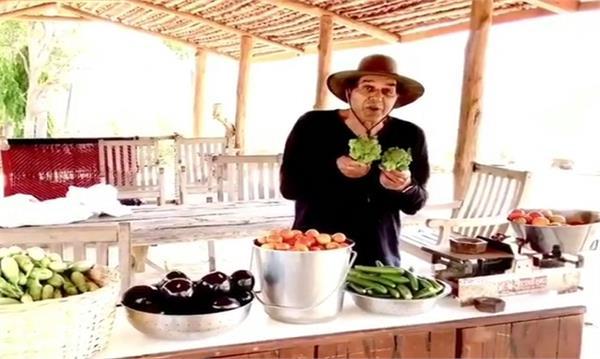 bollywood actor dharmendra amid coronavirus enjoying at his farmhouse