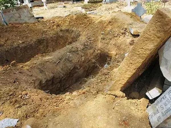man die due heart attack digging grandfather grave up