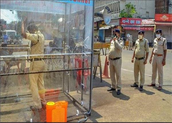 in indore 11 police personnel two ips officers in corona virus
