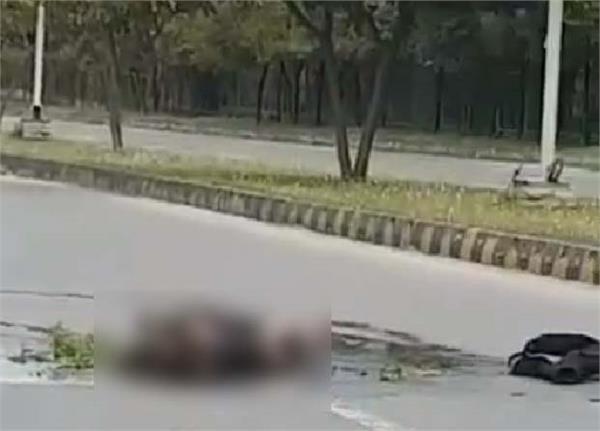 man self immolates outside pm secretariat in islamabad