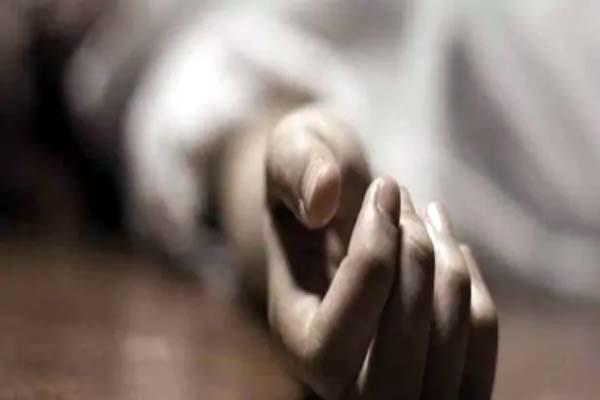 wife stunned in lockdown husband commits suicide in gonda