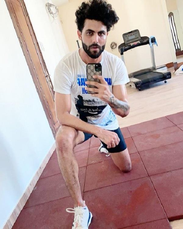 jadeja shares   workout selfie   on social media