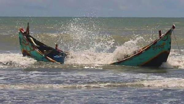 4 killed  15 missing after boat capsizes in bangladesh