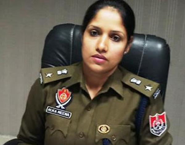 ssp alka meena presents a gift of happiness