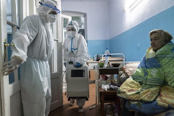 ukraine overburdened doctors  virus fight