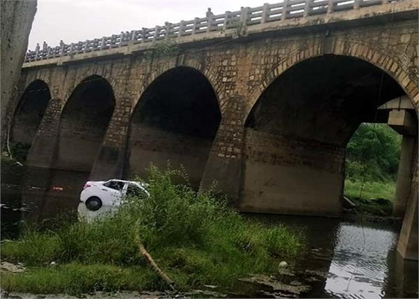 jharkhand car river 5 people death