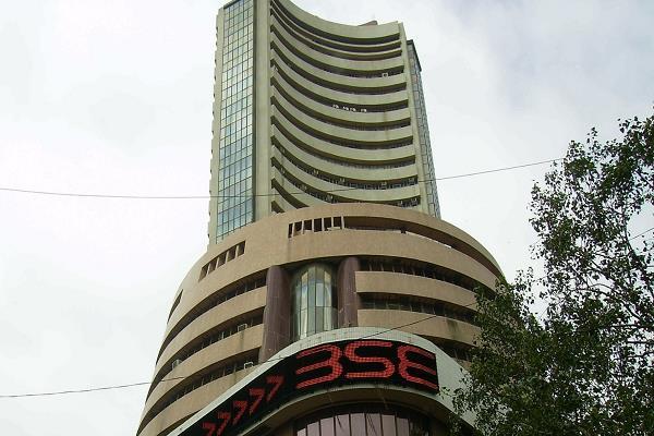 stock market  sensex opens below 32000  nifty also breaks