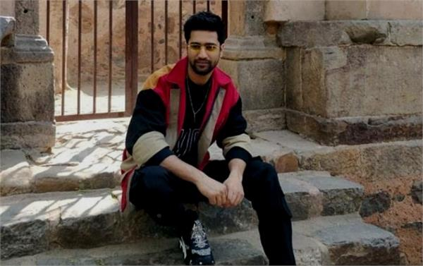 coronavirus outbreak vicky kaushal collect fund
