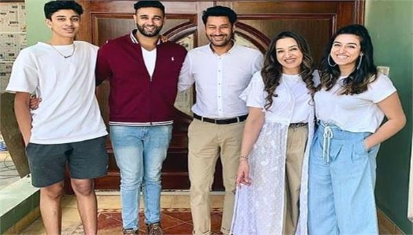 avkash mann shares his family photo with harbhajan mann