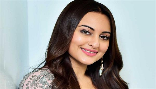 sonakshi sinha auctions art work to provide food for daily wage workers