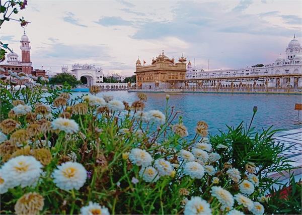 amritsar golden temple  sanitize  machines