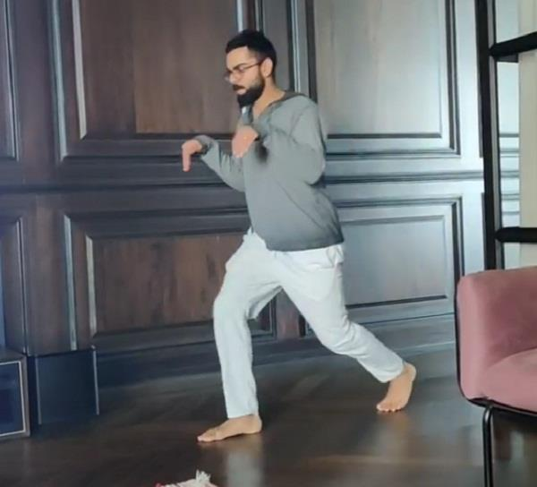 kohli becomes dinosaur for anushka during lockdown  watch viral video