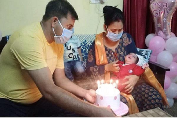 delhi police constable wife newborn daughter won battle with corona