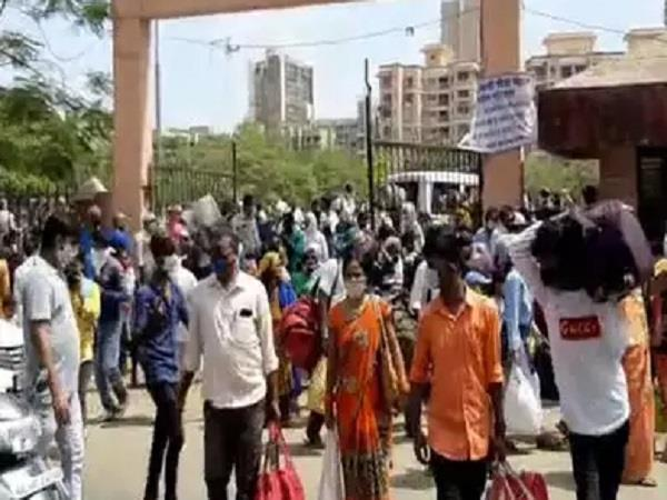 workers gathered in mumbai returned train cancelled