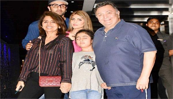 neetu kapoor shares photo of rishi kapoor with family says this